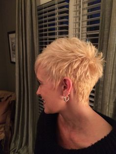 visit for more Short Hair Platinum pixie The post Short Hair Platinum pixie appeared first on kurzhaarfrisuren. Pixie Haircut For Thick Hair, Short Choppy Hair, Short Spiky Hairstyles, Thin Hair Cuts, Short Grey Hair, Short Pixie Haircuts, Short Hair Cuts For Women, Short Hair Styles, Punk Pixie Haircut