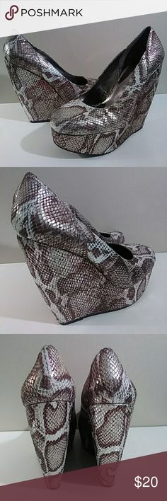 """Carlos animal print pattern wedges Pretty non leather heels in good clean condition 6"""" wedge. Looks great with skinny jeans Carlos Santana Shoes Wedges"""