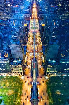 Amazingly Symmetrical Reflections of NYC Captured from the Tops of Skyscrapers - My Modern Met