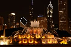 Take an evening stroll through Grant Park and take a break at the Buckingham Fountain.