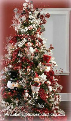 A bit earlier l know but we have to start thinking about it soon Christmas Tree ● Snowman.a beautiful Christmas tree! Beautiful Christmas Trees, Christmas Tree Themes, Holiday Tree, Christmas Snowman, All Things Christmas, Winter Christmas, Christmas Crafts, Snowman Tree, Snowmen