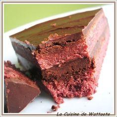 Gâteau rouge à la framboise et au chocolat, fourré au chocolat