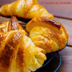 Croissants caseros [Tradicional] Croissants, Italian Bread Recipes, Mexican Sweet Breads, Sweet Dough, Pan Dulce, Bread Cake, Brunch, Snacks, Eat