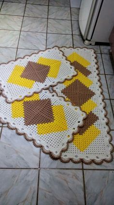 Granny Square Runner Pattern Diagram and Inspiration. Loving this easy to create granny square runner,… Crochet Table Runner Pattern, Crochet Vest Pattern, Crochet Rug Patterns, Granny Square Crochet Pattern, Crochet Squares, Crochet Motif, Free Crochet, Crochet Rugs, Crochet Home Decor