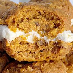 Soft-baked, cake mix carrot cookies with a light and fluffy cheesecake cream filling. Carrot Cake Cheesecake Whoopie Pies are the best of both worlds. Cake Mix Recipes, Pie Recipes, Mexican Food Recipes, Dessert Recipes, Cooking Recipes, Desserts, Cinnamon Banana Bread, Cinnamon Roll Muffins, Carrot Cake Cheesecake