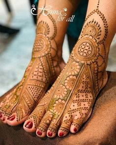 Mehndi is used for decorating hands of women during their marriage, Teej, Karva Chauth. Here are latest mehndi designs that are trending in the world. Basic Mehndi Designs, Mehndi Designs Feet, Latest Bridal Mehndi Designs, Stylish Mehndi Designs, Mehndi Designs For Beginners, Mehndi Design Photos, New Bridal Mehndi Designs, Mehndi Designs For Fingers, Beautiful Mehndi Design