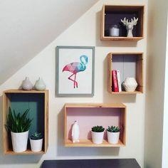 étagères réalisées avec des caisses en bois, DIY wall , home
