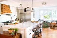 wood and white kitchen Traditional Kitchen by BuildSense