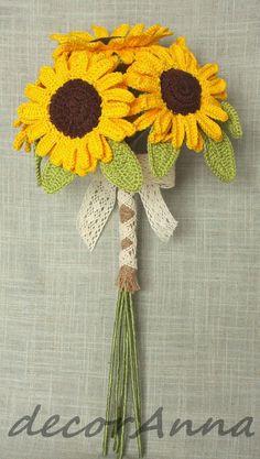 crochet sunflowers bouquet More Items similar to Sunflowers - crochet sunflowers - rustic floral arrangement - shabby chic flowers - home deco on Etsy C'est sûr, un jour, je me lance. Crochet Bouquet, Crochet Puff Flower, Crochet Sunflower, Crochet Flower Patterns, Love Crochet, Crochet Gifts, Knit Crochet, Crochet Ideas, Yarn Flowers