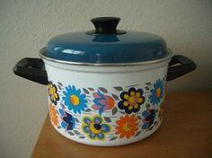 Large Vintage Enamel Pan with Lid - Fabulous Retro Design - 1960s
