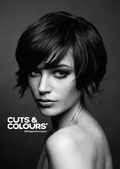 Opzoek naar een vrouwelijk kapsel met pit? Bij Cuts & Colours adviseren wij jou graag.