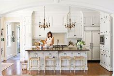 Crisp and Classic Kitchen Cabinet ideas: Creamy White Cabinets