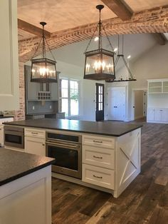 Awesome Rustic Farmhouse Kitchen Cabinets Décor Ideas Of Your Dreams Lovely DIY Rustic Kitchen plans you might copy for your home Farmhouse Kitchen Cabinets, Farmhouse Style Kitchen, Modern Farmhouse Kitchens, Home Decor Kitchen, New Kitchen, Home Kitchens, Rustic Farmhouse, Kitchen Rustic, Farmhouse Ideas