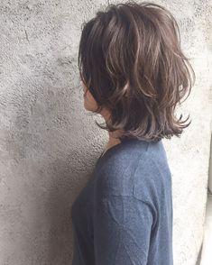 ideas for hair cortes medium locks Mommy Hairstyles, Messy Bob Hairstyles, Pelo Ulzzang, Medium Hair Styles, Short Hair Styles, Glow Hair, Short Layered Haircuts, Hair Arrange, Corte Y Color