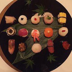 """Nessun (ri)morso: si dice che il """"sushi"""" in Giappone sia diverso da quello a cui siamo abituati in Italia. A Kyoto per esempio i nigiri hanno le dimensioni di un piccolo bignè per poter essere mangiato dalle Geishe in un unico boccone: solo così il loro rossetto resterà sempre perfetto  #MCOnTheRoad #MCBeautyIs #Kyoto #Geisha #Japan #Shiraume #Sushi #Kaiseki #JapaneseDinner #FoodPorn #JapanFood  via MARIE CLAIRE ITALIA MAGAZINE OFFICIAL INSTAGRAM - Celebrity  Fashion  Haute Couture…"""