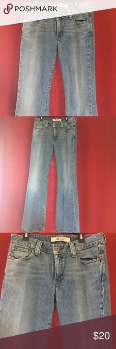 GAP Curvy Flare jeans 👖 Light blue jeans from the GAP! Only worn a few times, in excellent condition‼️ size 8! Any questions please ask and offers are always welcomed ‼️ Check out my closet for more jeans if you want to save and bundle‼️ GAP Jeans Flare & Wide Leg