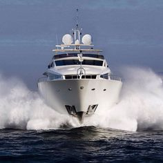 Numarine 102 RPH #numarine #102rph #süperyat #superyacht #motoryat #motoryacht #tekne #deniz #sea #yacht #yat #yachting #boating #yachtlife #sealife #boatlife #yachtworld #luxury #wealthylife #sailor #awesome #amazing #yatvitrini .. http://www.yatvitrini.com/numarine-yenilenmis-102-rph-superyatini-teslim-etti?pageID=128