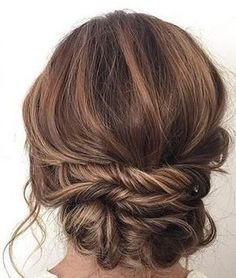Messy bun hairstyles are an absolute necessity this season! Here's our best messy buns hairdos looks that you can parade away. Simple Wedding Hairstyles, Braided Hairstyles Updo, Headband Hairstyles, Down Hairstyles, Updo Hairstyle, Braided Updo, Twisted Updo, Bun Updo, Ladies Hairstyles