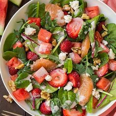 Another gorgeous skinny supper from the book!! #Repost @cookingclassy ・・・ Pink Detox Salad up on the blog! Baby kale salad with strawberries, watermelon and grapefruit + pomegranate Greek yogurt dressing. Recipe from @skinnymom Skinny Suppers new cookbook! RECIPES LINK IN BIO