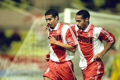 David Trezeguet and Thierry Henry together in Monaco. Trezeguet juice 125 matches and scored 62 goals. Henry played in 141 games and scored 68 goals. Thierry Henry, David Trezeguet, Stephen Curry Shoes, As Monaco, Football Icon, Vintage Football Shirts, Celebrity Updates, Football Pictures, Football Players