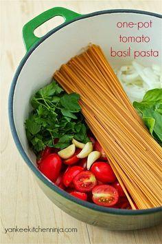 Solve the weeknight dinner dilemma with one-pot tomato basil pasta -- healthy dinner in 10 minutes | yankeekitchenninja.com