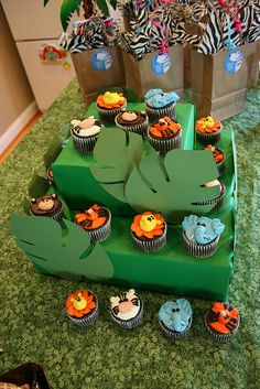Jungle Cupcakes by Brenda's Cakes - Ohio, via Flickr