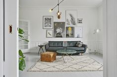Beautiful Small Living Rooms That Work. Check out these small living room ideas and design schemes for tiny spaces. Take a look at the best small living room ideas. Living Room Art, Small Living Rooms, Living Room Designs, Living Room Furniture, Interior Flat, Home Interior, Modern Interior Design, Scandinavian Interior, Scandinavian Apartment