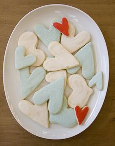 i would love these for tucker's bday. but heart cookies for a boy's birthday? actually, i don't care. :)