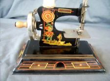 VINTAGE CASIGE ANTIQUE TOY SEWING MACHINE # 121 MINT GERMANY 1920'S