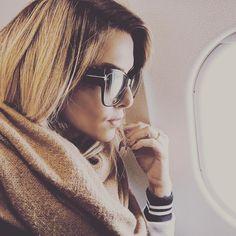 "Chegando em casa com aquele sentimento de que ""tô cheia de trabalho pra fazer""  É sexta BUT cabeça tá na segunda-feira já!    #airportstyle #inspovh #saopaulo #feedgoals #mymood #inspovh #lookdodia #lookoftheday #look #fashionista #instagood #instacool ##modasaopaulo #fashionblogger #fashioninspiration #overposting #stylish #style #stealmylook #moda #ootd #likeforlike #feedgoals #blogger #vanessahorita"
