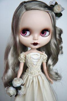 Blythe White Queen | ヘソの穴。