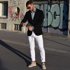 One of the biggest trends this year: white pants! What do you think my friends? I ❤️ it!