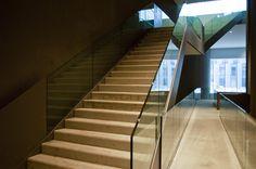 Vue d'escalier - Site industriel de Montaigu dans la Marne. Cuverie de Moët et Chandon par Giovanni Pace.