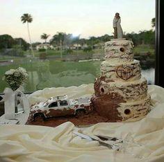 Wedding cakes demo - Wonderfully exquisite arrangements for a fantastic. Mudding Wedding Cakes, Redneck Wedding Cakes, Country Wedding Cakes, Country Wedding Decorations, Wedding Cake Rustic, Camo Wedding, Cool Wedding Cakes, Wedding Cake Toppers, Trendy Wedding