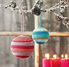 Fylder du som her styroporkugler i de hæklede julekugler, holder de faconen flot år efter år.
