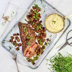 Helstekt rostas med timjan, vitlöksstekt svamp och potatis- och rotselleripuré Lchf, Steak, Dairy, Food And Drink, Cheese, Dishes, Recipes, Twins, Sweets