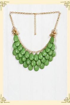 #alishopspinfest   Waterfall Necklace in Dark Green- Francesca's Collction  $28.00