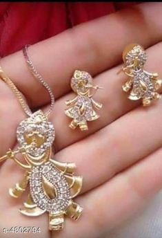 Pendants & Lockets Trendy Women's Pendant Set Base Metal: Alloy Plating: Gold Plated Stone Type: Emerald Sizing: Adjustable Type: Mangalsutra Set Multipack: 1 Sizes:Free Size (Length Size: 18 in) Country of Origin: India Sizes Available: Free Size   Catalog Rating: ★4 (2141)  Catalog Name: Trendy Women's Pendant Set CatalogID_699959 C77-SC1095 Code: 161-4802794-492