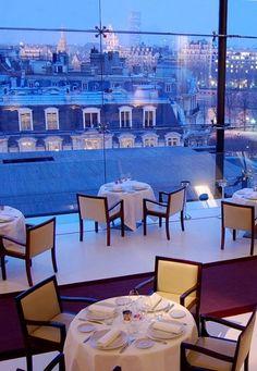 Paris est une Fête! — Restaurant La Maison Blanche, Paris 8e.