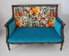 La Tapicera: Sofá estilo Luis XVI tapizado con tela mexicana
