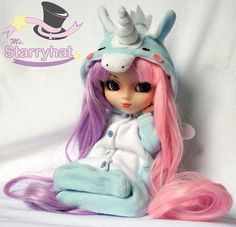 Blue unicorn Kigurumi for Pullip. So pretty, love the half/half hair and of course I love the unicirn.
