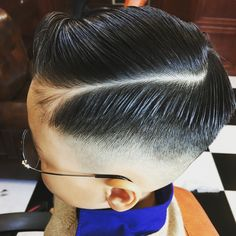- 란조바버헤드 . . . . . . . . . . #밤므 #홍대바버샵 #홍대 #합정 #상수  #이발소 #란조 #남자머리 #korea #barbershop #conceptbarbershop #bombmme #ranjo #bombmmebarbershop #daily #hairstyle #instagram #instagood #✂️ #