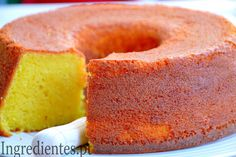 Blue ribbon poundcake is a traditional cake which people have been making for as. Portuguese Desserts, Portuguese Recipes, Pond Cake, Sweet Recipes, Cake Recipes, Confort Food, Peach Cake, Traditional Cakes, Kabobs