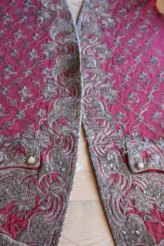 18th Century French Court Silver Embroidered Silk от Trouvais