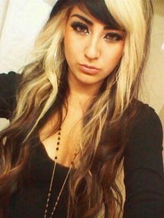 i want two toned hair with the same colors ! and her haircut is sooo pretty !