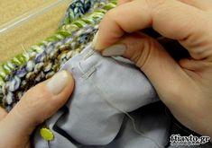 Φόδρα σε πλεκτή τσάντα - ftiaxto.gr Macrame Bag, Fingerless Gloves, Arm Warmers, Sewing, Knitting, Bags, Patterns, Fashion, Fingerless Mitts