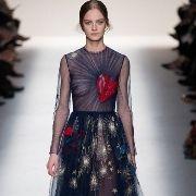 valentino final look fall 2014 Ine Neefs Valentino Dress, Heart Dress, Navy Dress, Classic Style, Classic Fashion, Tie Dye Skirt, Evening Dresses, Ready To Wear, Fashion Show