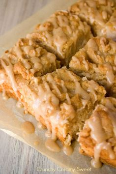Caramel Apple Crumb Bars Recipe ~  Delicious brown sugar crust and topping and creamy apple filling..