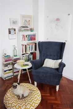 26 Cozy Nook Ideas To Sip On a Cup Of Tea And Read a Good Book Having an awkward nook sometimes gives you a confusion on how to handle it because for some people, an empty … Corner Reading Nooks, Bedroom Reading Nooks, Reading Nook Kids, Bedroom Corner, Cozy Corner, Reading Room, Book Nooks, Book Corner Ideas Bedroom, Comfy Reading Chair