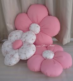 You are in the right place about DIY Fabric Flowers rose Here we offer you the most beautiful pictures about the DIY Fabric Flowers small you are looking for. When you examine the part of the picture Bow Pillows, Cute Pillows, Sewing Pillows, Pillow Crafts, Fabric Crafts, Diy Home Crafts, Baby Crafts, Cushion Cover Designs, Flower Pillow